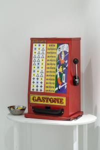 "Alessandro Sambini, 1964, Slot machine, 2019, slot machine Gastone ""hackerata"", 30x25x47 cm"
